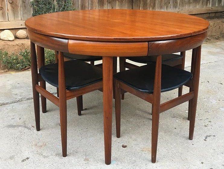 Stol + pripadajuće 4 stolice