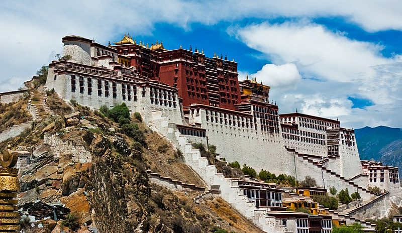 Godišnje bojanje fasade tibetanske palače Potala – video